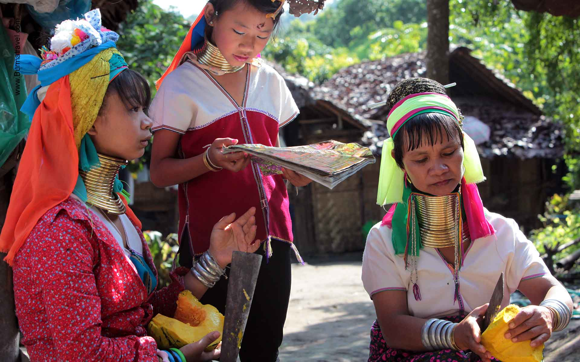 """long-necked"" women in Loikaw"